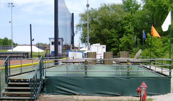 scaffold-stage-with-mesh